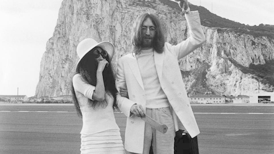 20 marzo 1969: John Lennon sposa Yoko Ono. Guarda le foto