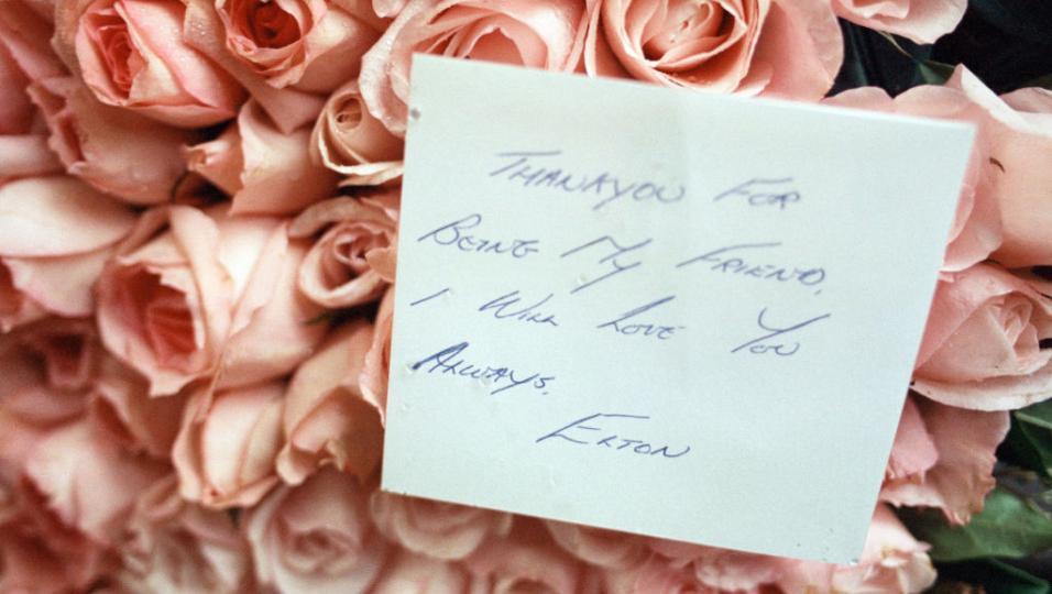 """I funerali di Freddie Mercury. Elton John: """"fu davvero demoralizzante e sconvolgente"""""""