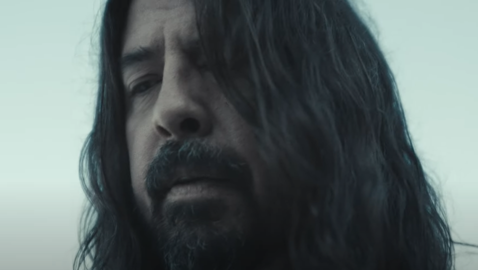 I Foo Fighters hanno pubblicato il video ufficiale di Waiting On A War. Guardalo qui