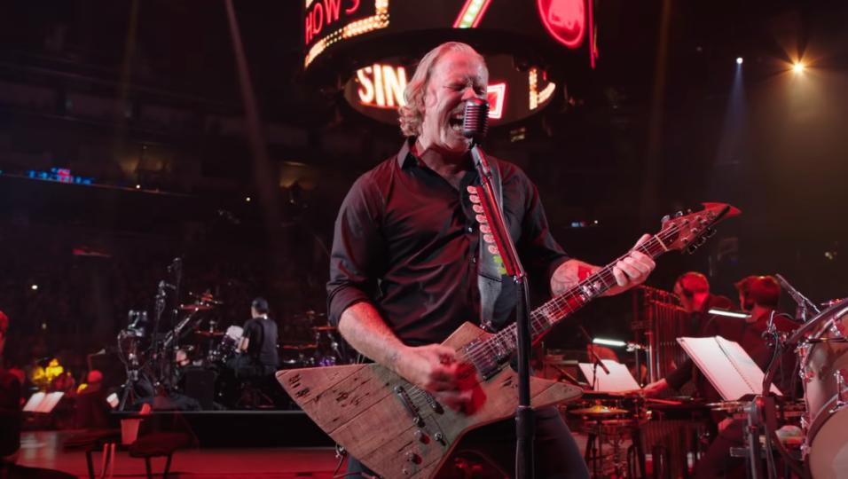 """I Metallica pubblicano il video di """"Moth Into Flame"""" da """"S&M2"""". Guardalo qui"""