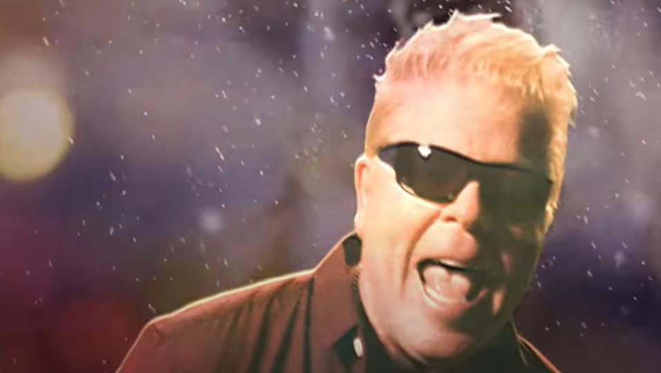 """The Offspring, pubblicato il video ufficiale della loro canzone di Natale """"Christmas (Baby Please Come Home). Guardalo qui"""