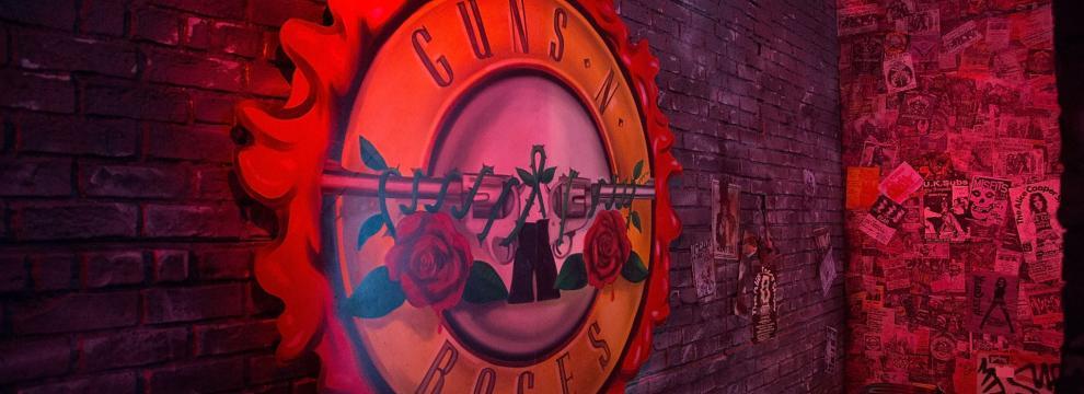 Guns N' Roses: la mostra di oggetti storici al concerto di Los Angeles