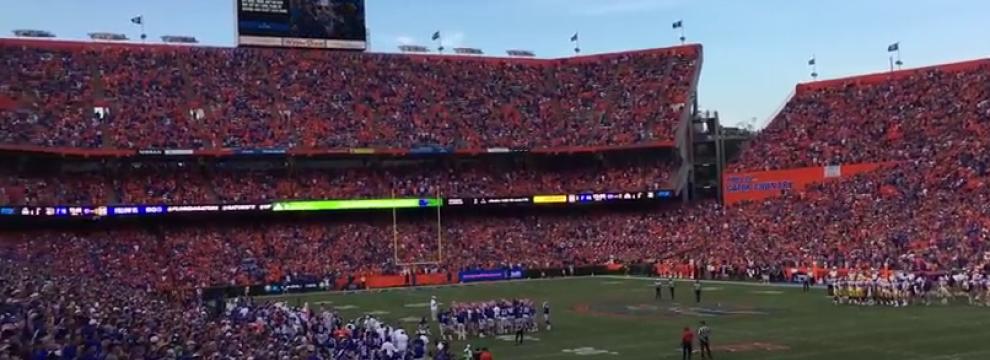 Tom Petty: tutto lo stadio canta I Wan't Back Down. Guarda il video da brividi